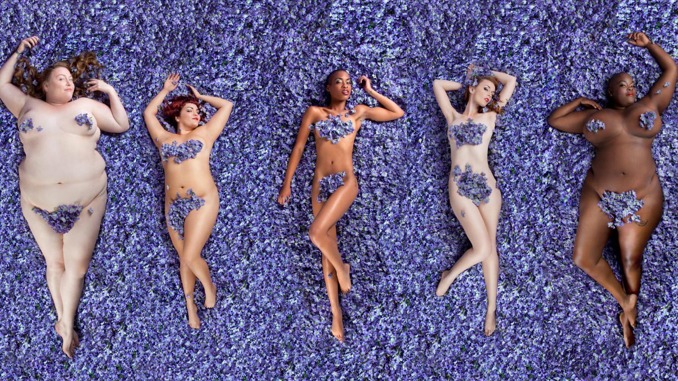 """Женщины с неидеальными телами снялись в сцене из """"Красоты по-американски"""""""