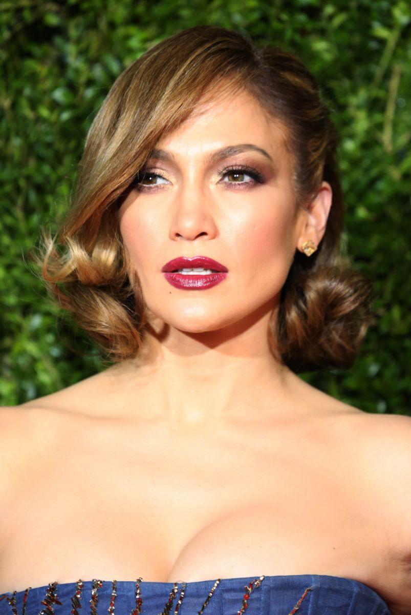 Элегантная прическа как у Дженнифер Лопес с церемонии The Tony Awards