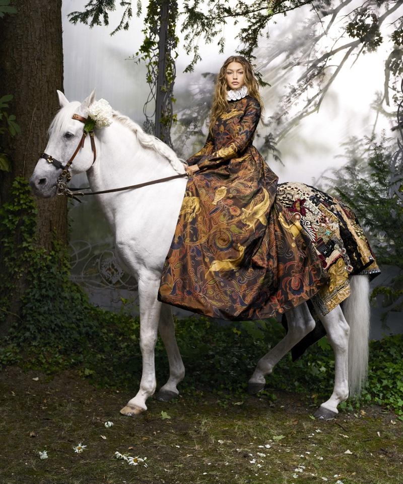 Джиджи Хадид примерила образ феи в новой съемке для Harper's Bazaar (ФОТО)