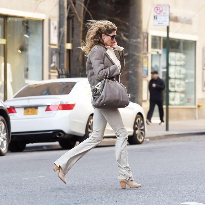 Вот как надо одеваться! Жизель Бундхен демонстрирует отличный стиль