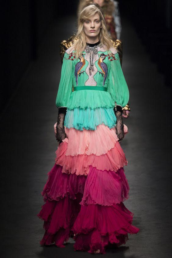 модный маникюр в стиле роскошного платья Gucci фото