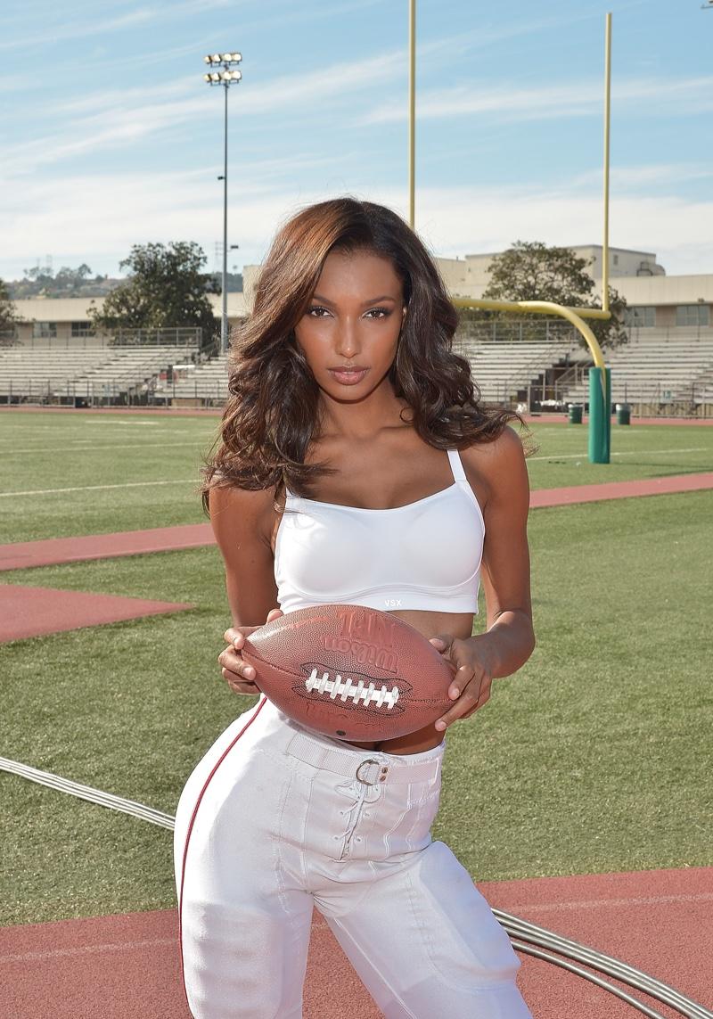 Отфутболили: Модели Victorias Secret снялись для рекламной кампании Суперкубка
