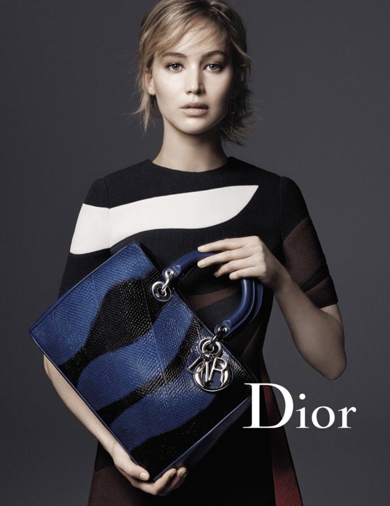 Женщина в белом: Дженнифер Лоуренс в стильных образах от Dior фото
