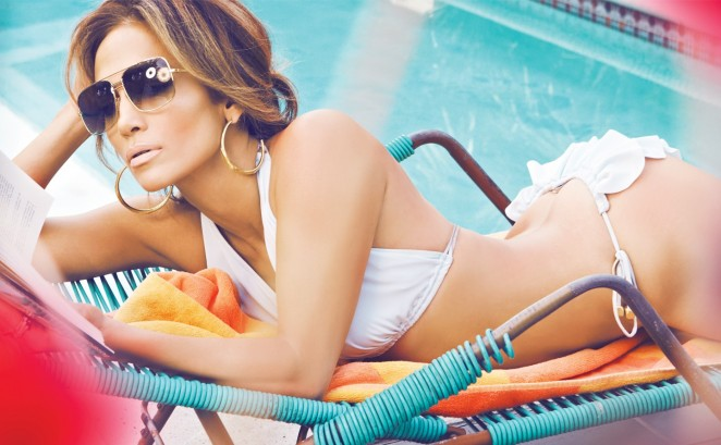 Нестареющая дива: Дженнифер Лопес позирует в купальниках