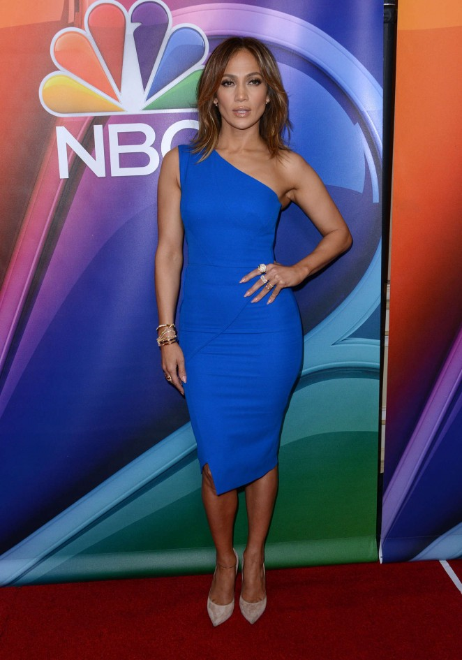 Образ дня: Дженнифер Лопес в платье Victoria Beckham на презентации своего нового сериала