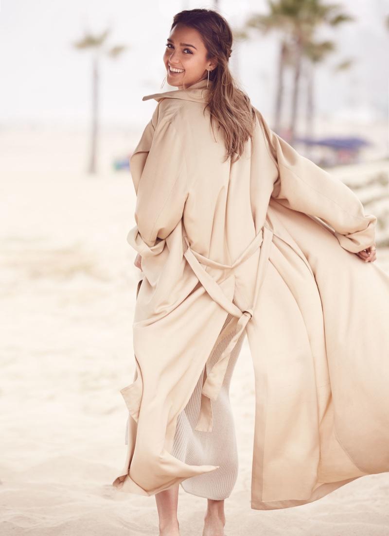 Джессика Альба снялась в новой фотосессии и рассказала о своем косметическом бизнесе