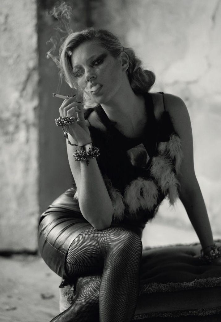 Кейт Мосс похвасталась сексуальными формами в черно-белом фотосете (ФОТО)