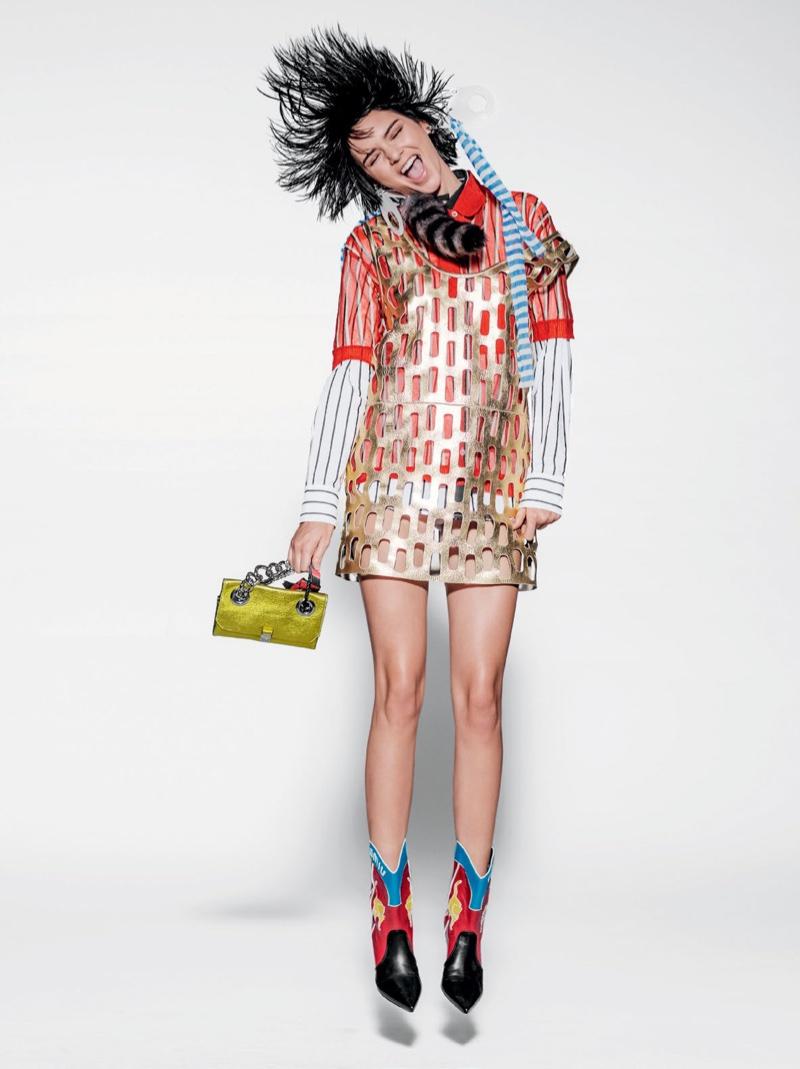 Корона не упадет: Кендалл Дженнер демонстрирует забавные образы в бразильском Vogue