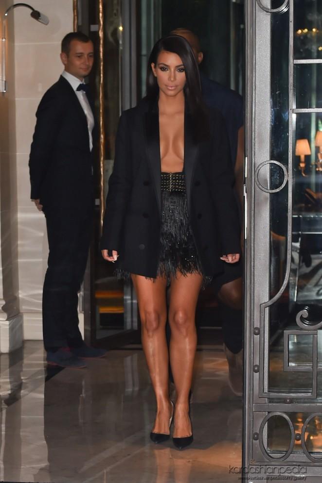 Ким Кардашьян пришла на показ Lanvin без нижнего белья