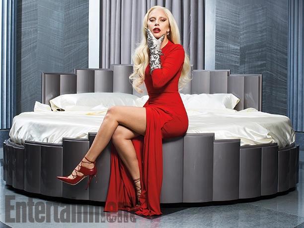 Кровожадная: Леди Гага примерила образ элегантной вампирши фото