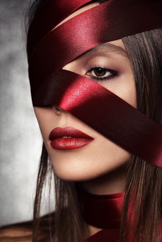 Косметичка звезды: телеведущая Эмма Ди поделилась своими секретами красоты