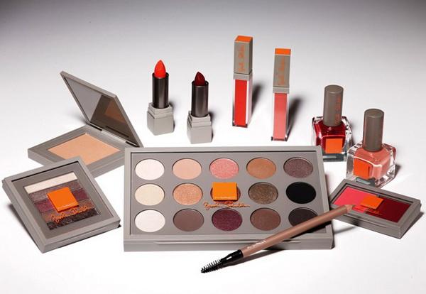 Красавица Брук Шилдс и ее дебютная коллекция макияжа