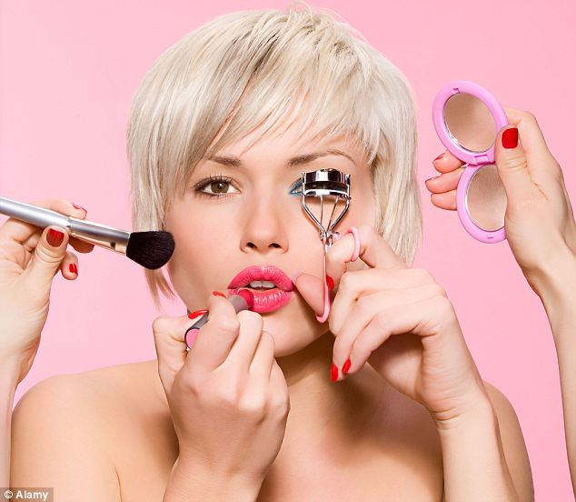 SOS: Как спасти растекшийся макияж?