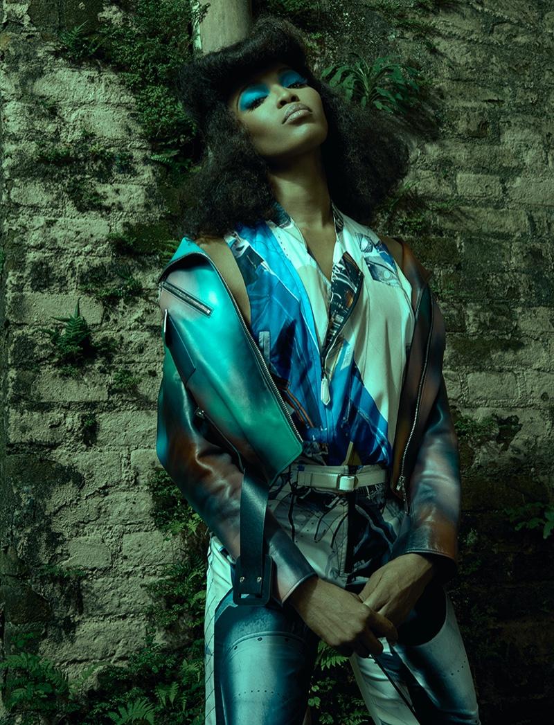 Карнавал для одного: большая фотосессия Наоми Кэмпбелл для Vogue Бразилия