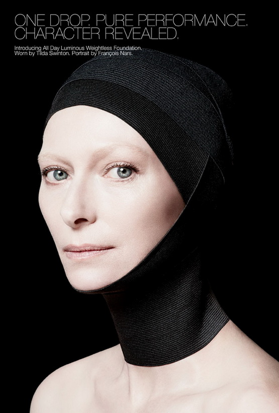 Тильда Суинтон представляет невесомую основу под макияж
