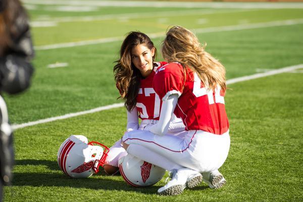 Грациозные ангелы Victorias Secret сыграли в американский футбол