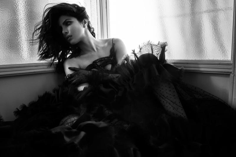Валькирия: соблазнительная Приянка Чопра появилась в новой фотосессии