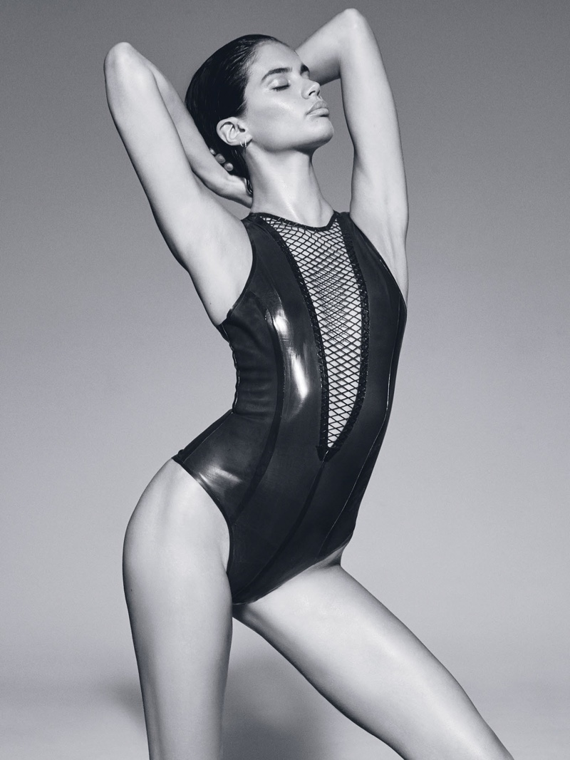 Становится жарко: Обнаженная Сара Сампайо снялась для обложки GQ Мексика (ФОТО)