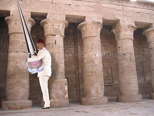 Египетская сила: Christian Louboutin представил новые оттенки лака