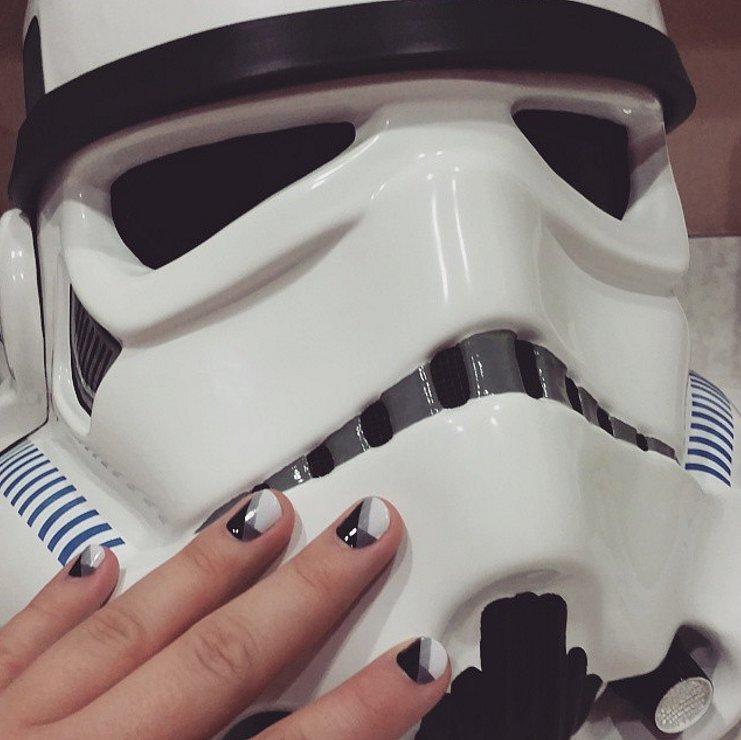 """Лак, я - твой отец: классные маникюрные идеи для фанаток """"Звездных войн"""""""