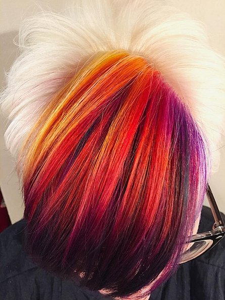 Огонь-баба: инстаграм заполоняют фото девушек с волосами пылающих цветов