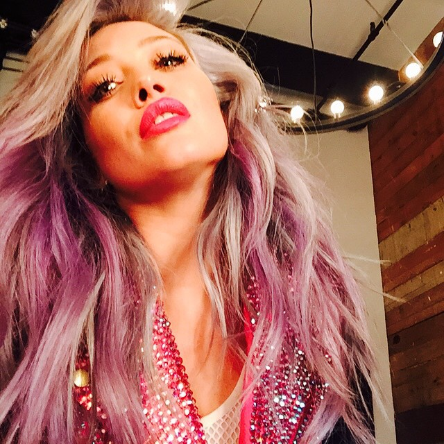 Фотофакт: Хилари Дафф снова кардинально сменила цвет волос