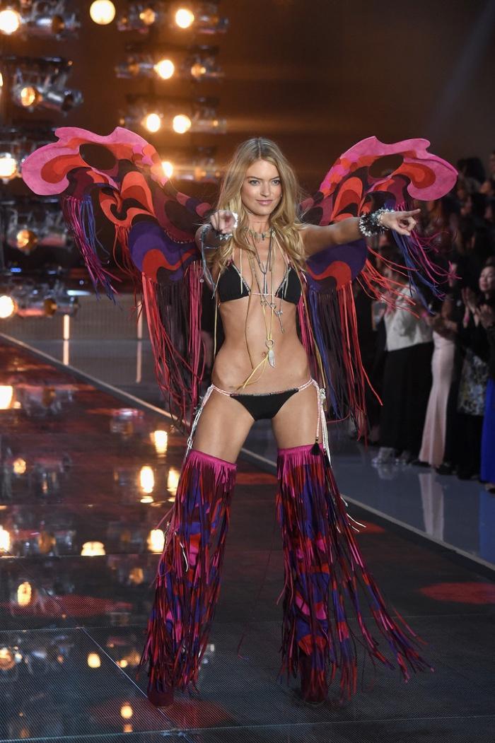 Лучшие образы Victoria's Secret Fashion Show 2015 фото