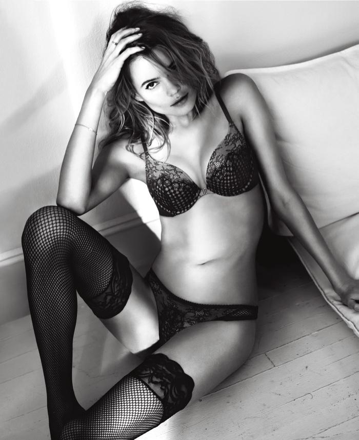 Нежно, чувственно, горячо: модели Victorias Secret в кружевном белье - новые фото к 14 февраля