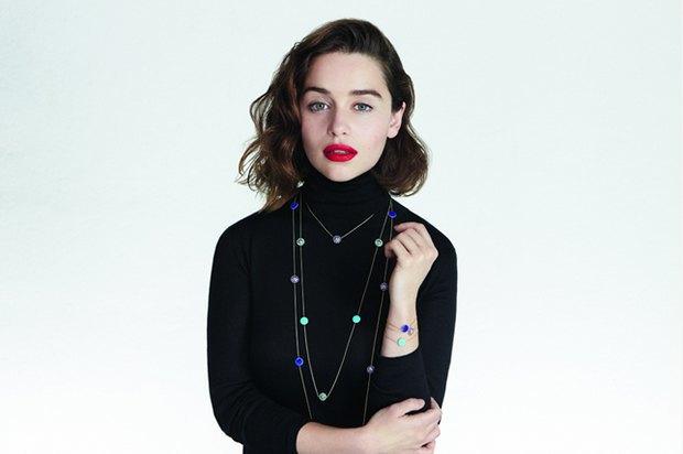 Скромно и со вкусом: Эмилия Кларк в рекламной кампании украшений Dior