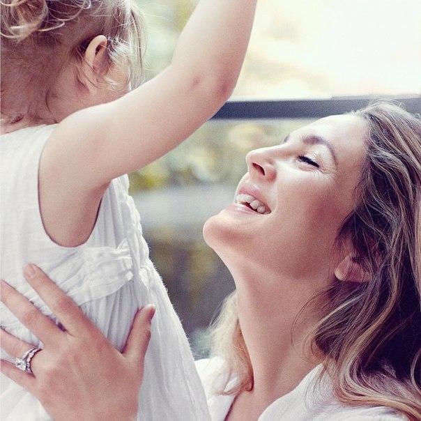 Неподражаемая Дрю Бэрримор показала мужа и дочку в совместной фотосессии