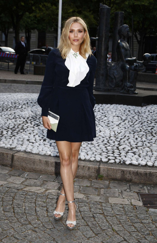Образ дня: Элизабет Олсен покорила стильным коротким платьем от Miu Miu