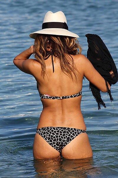 Фотофакт: Николь Шерзингер похвасталась идеальной фигурой в бикини