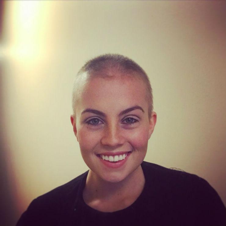 Short hair dont care: лысые девушки устроили флэш-моб в Instagram