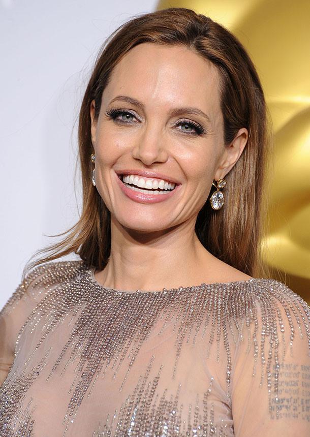 Три beauty-секрета, которые мы узнали от Анджелины Джоли