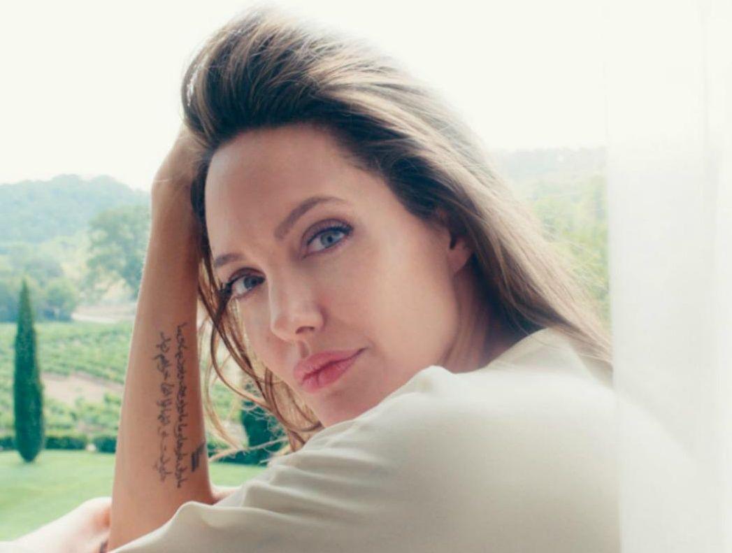 Лицо женственности: Guerlain показал новые кадры с Анджелиной Джоли Анджелина Джоли, Guerlain Анджелина Джоли, Анджелина Джоли 2017, Анджелина Джоли фото