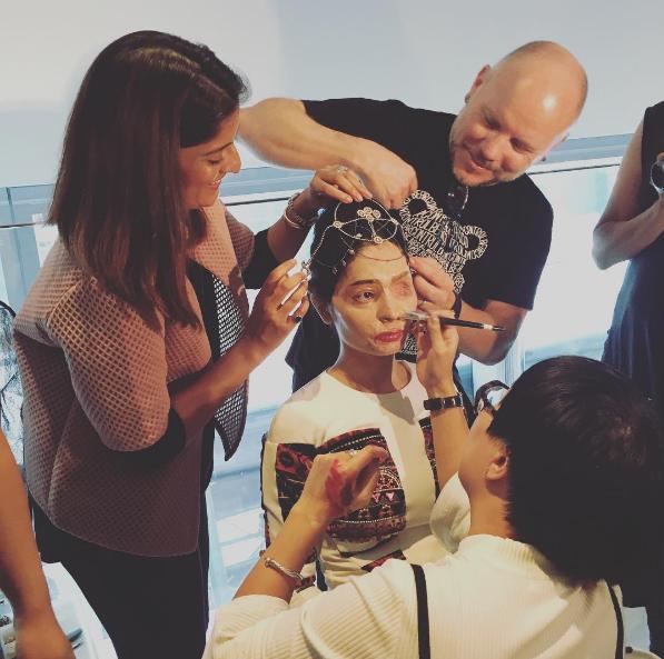 Индийская модель с обезображенным кислотой лицом продефилировала на Нью-йоркской неделе моды (ФОТО)