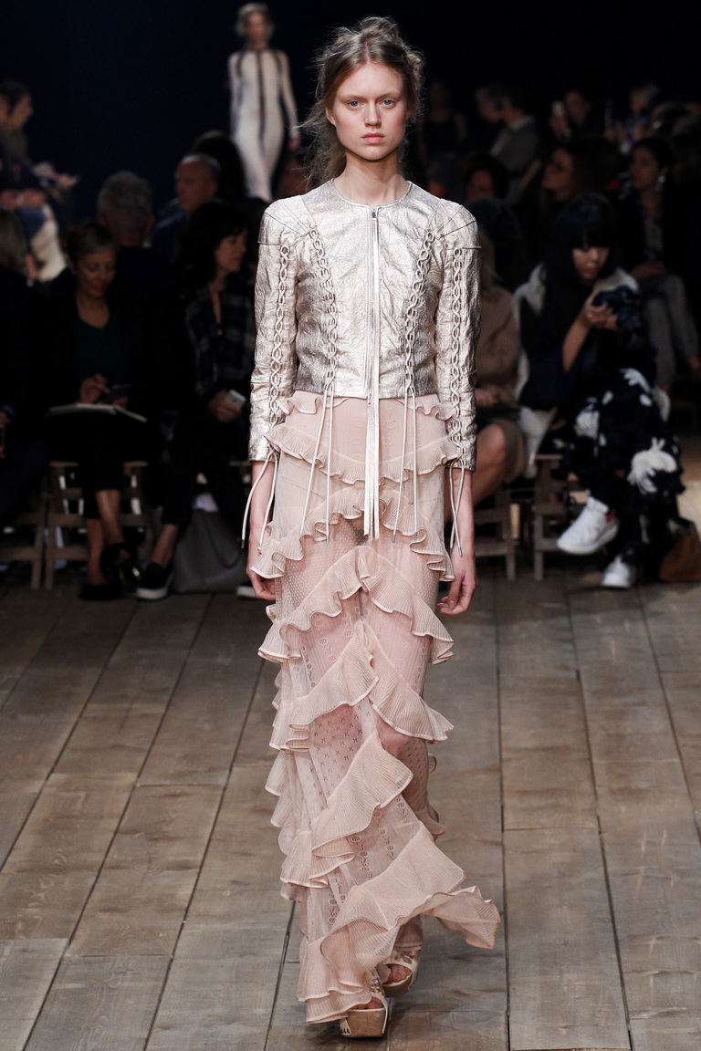 Гугеноты и высокая мода: нежнейшая коллекция Alexander McQueen весна-лето 2016