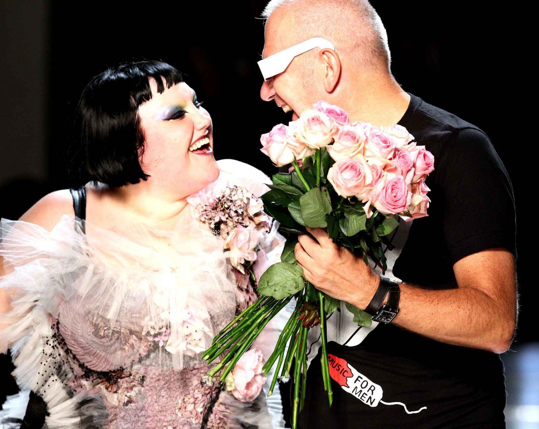 Фрик или чудо? Знаменитая толстушка Бет Дитто стала напарницей Жана-Поль Готье