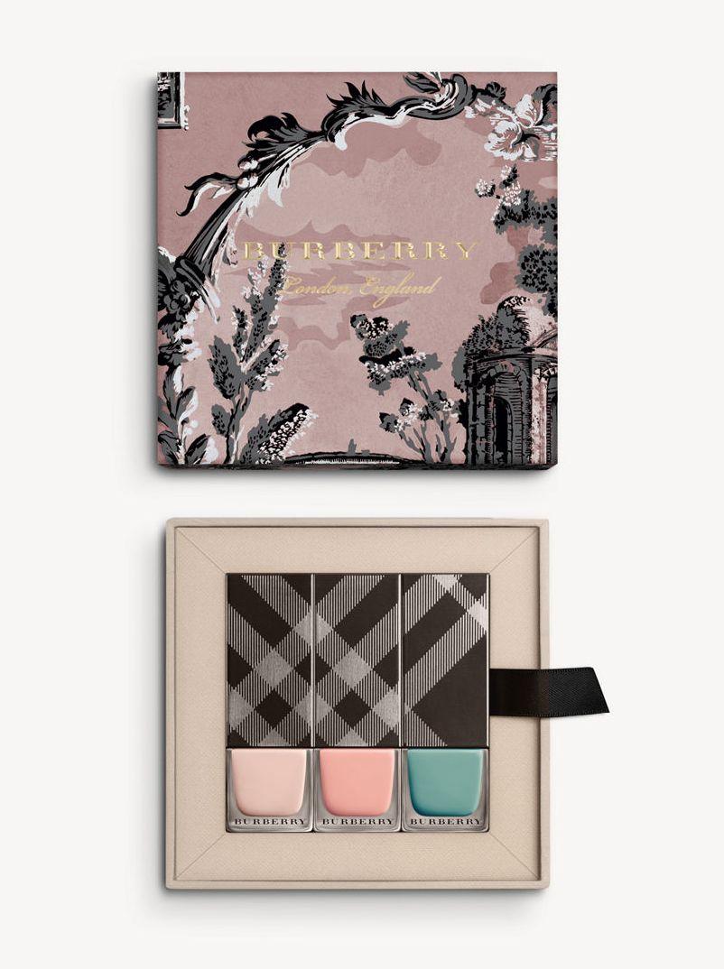 Burberry представил капсульную коллекцию макияжа прямо с подиума (ФОТО)