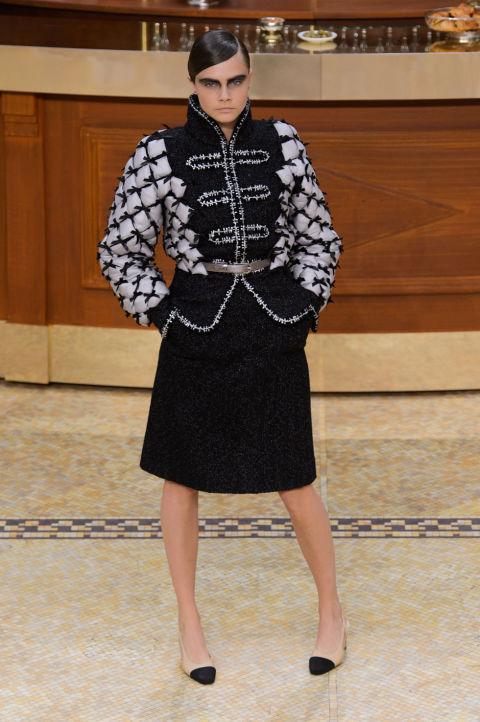 В стиле Chanel: Кара Делевинь и ее новый имидж