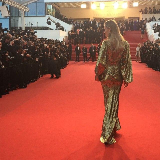Золотая девушка: Наташа Поли блистает на Каннском кинофестивале