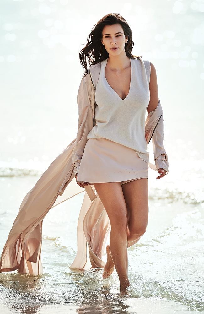 Без макияжа и фотошопа: Ким Кардашьян показала фотографии в бикини