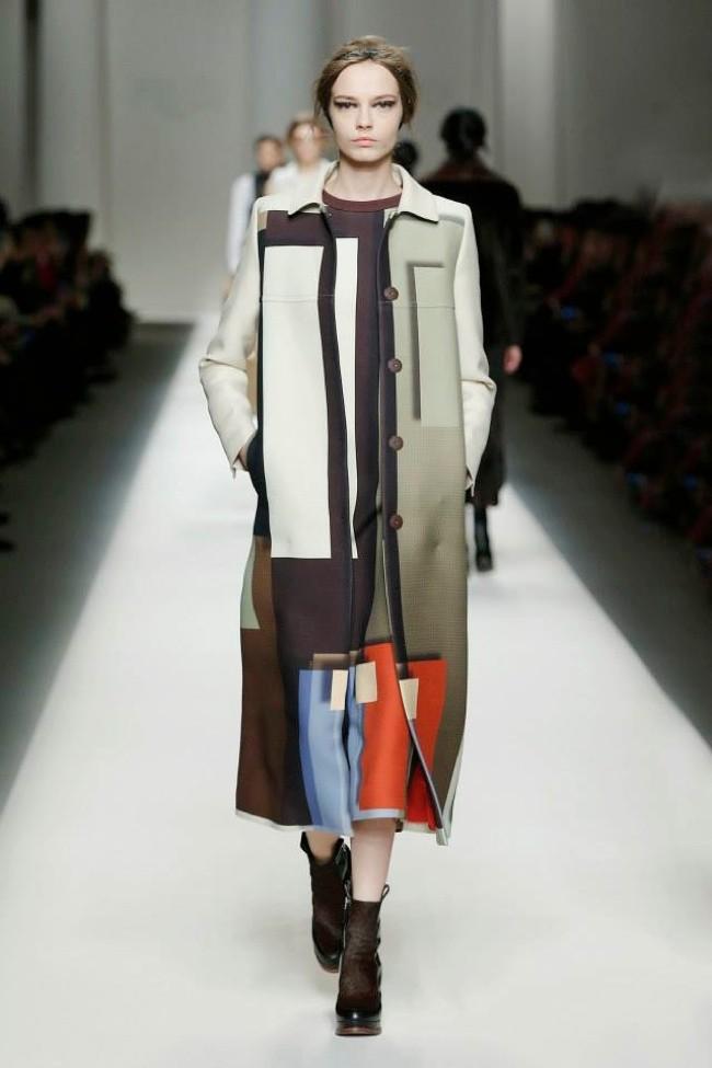http://www.fashiongonerogue.com/wp-content/uploads/2015/02/fendi-fall-winter-2015-runway-show34.jpg