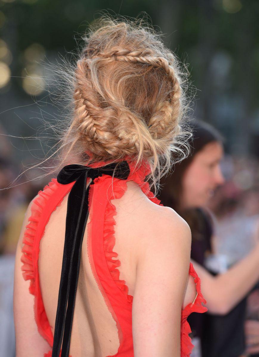 Beauty-образ дня: Эмбер Херд похвасталась безупречным нарядом и макияжем