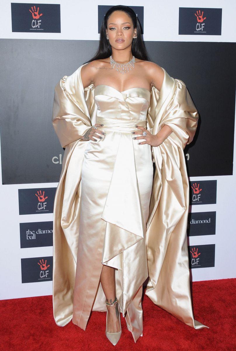 Образ дня: Рианна, словно бриллиант, блистает на Diamond Ball в Dior