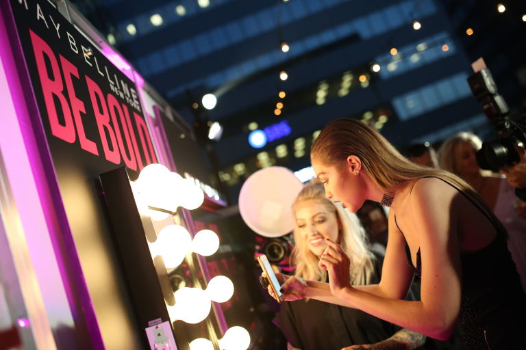 Интрига дня: Джиджи Хадид создаст коллекцию косметики для Maybelline?
