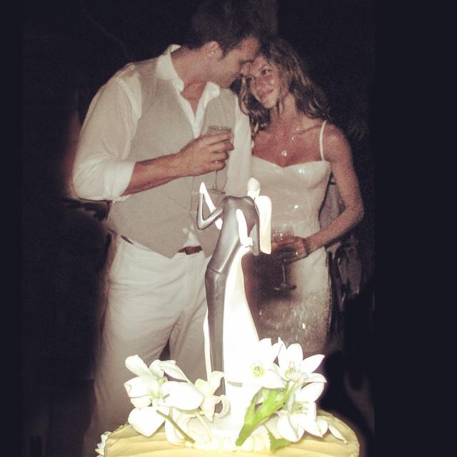 Жизель Бундхен впервые показала свадебное платье