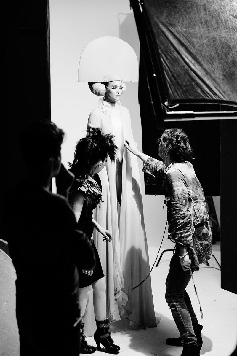 Конец эпопее: Ханна Дэвис в фантасмагоричных образах для Capitol Couture