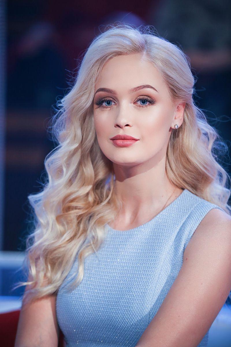 """Косметичка """"холостячки"""": Снежана Задорожная раскрыла свои секреты красоты"""