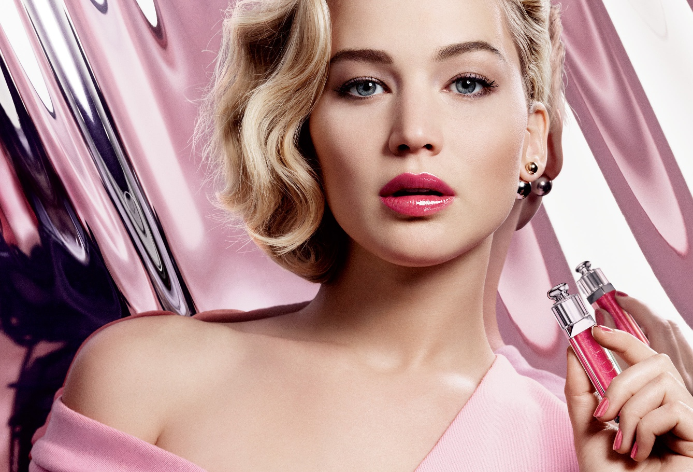 Губки - сахар: Дженнифер Лоуренс представляет новый блеск для губ Dior Addict Gloss